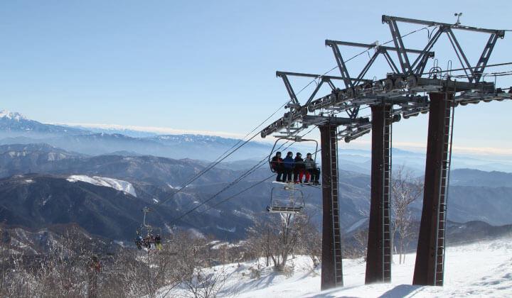 即使是溫暖的冬天,Meiho滑雪勝地也啟動所有覽車供雪客使用!